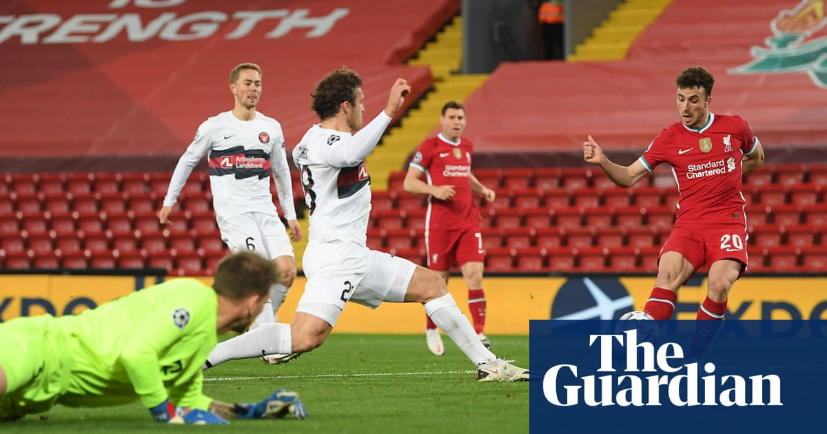 Liverpool maintain perfect start against Midtjylland but lose Fabinho to injury