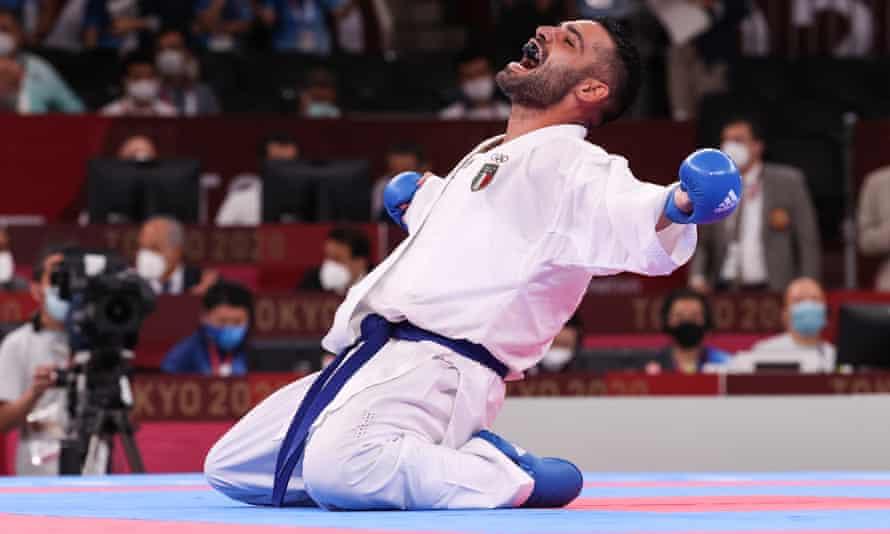 Luigi Pusey festeggia dopo aver sconfitto Rafael Akaye nella finale di karate 75kg maschile