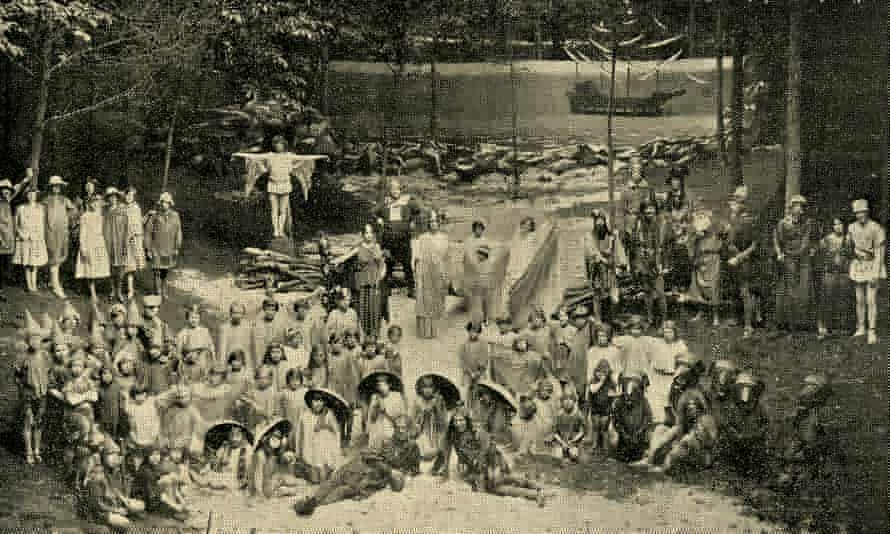 A black and white ensemble cast photo at an outdoor venue