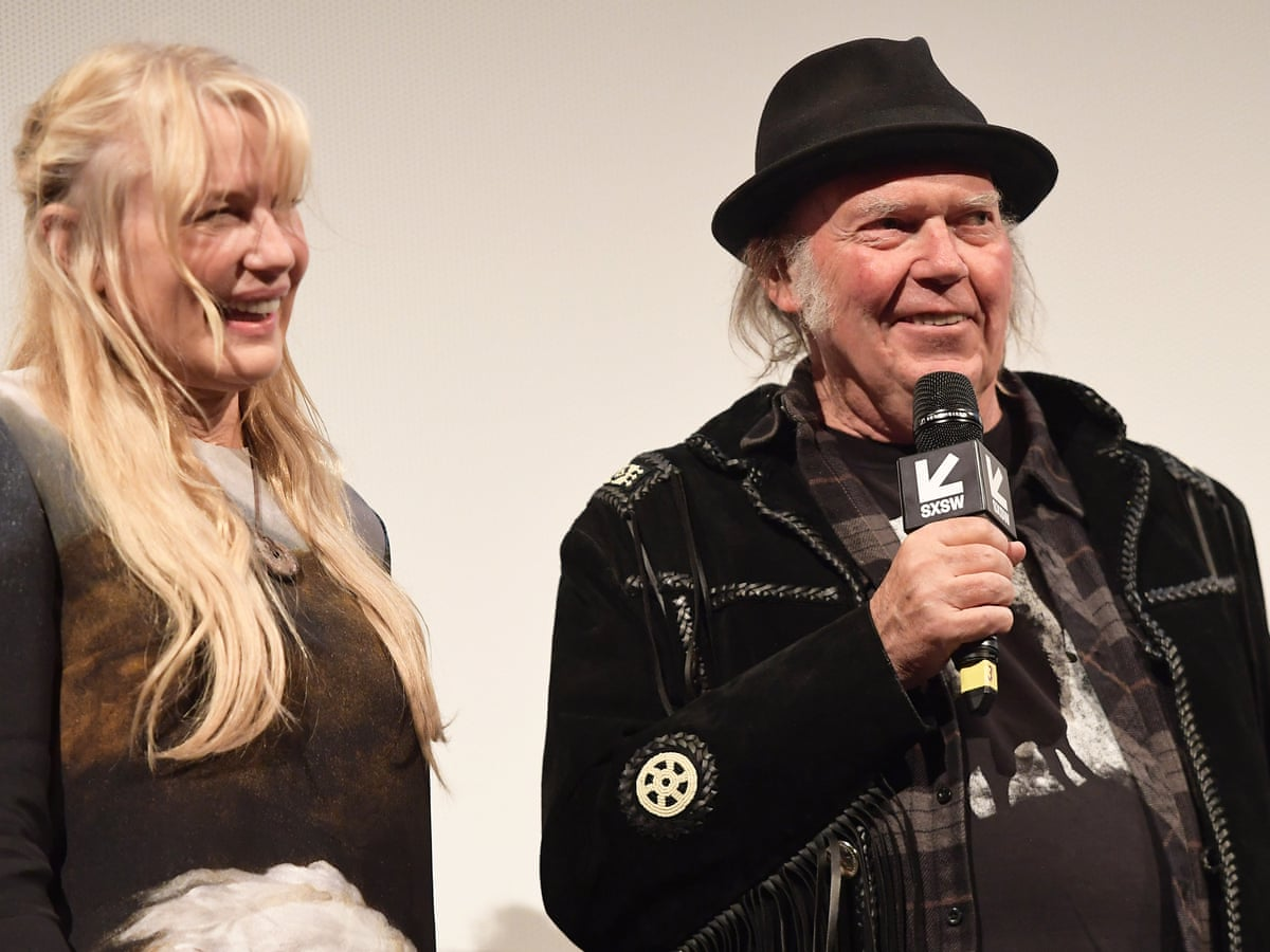 Neil Young with kind, Wife
