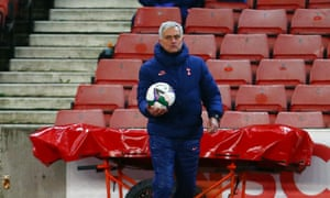 Mourinho gets ready for the second half.