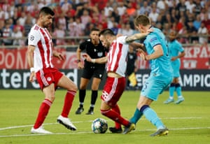 Olympiacos' Mathieu Valbuena is fouled by Tottenham Hotspur's Jan Vertonghen prompting referee Gianluca Rocchi to award Olympiacos a penalty.