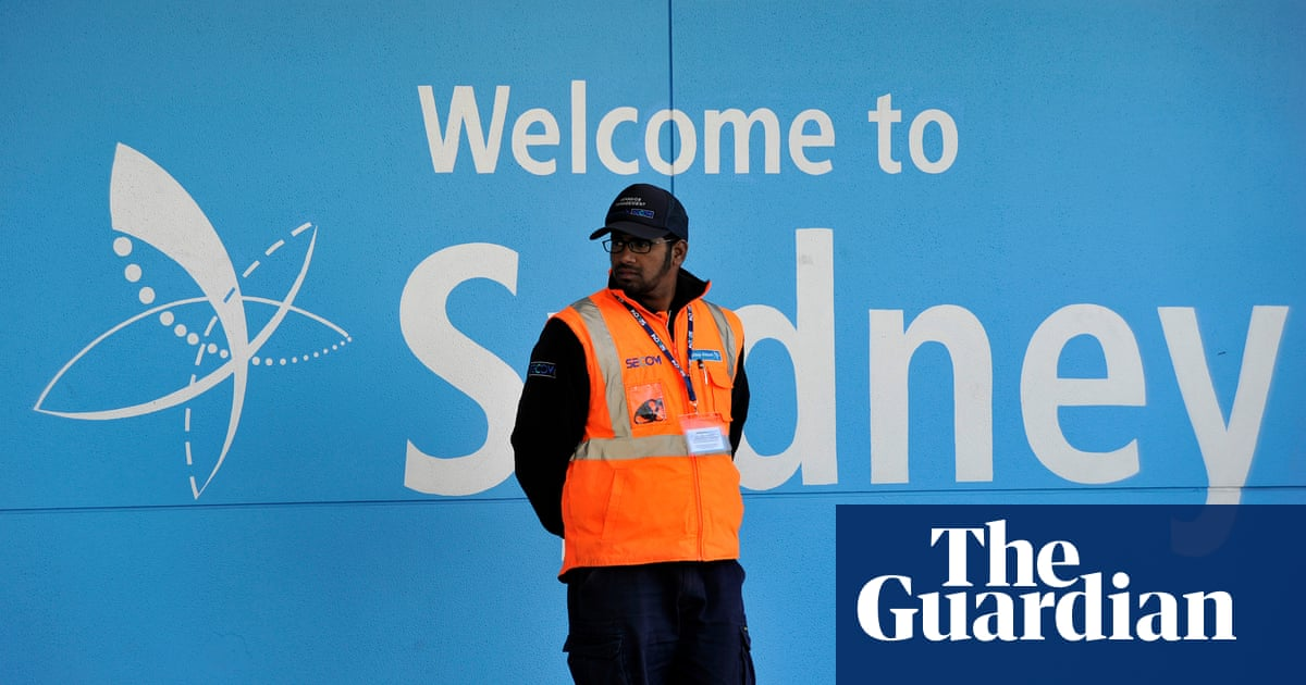 Sydney airport seizure of phone and laptop 'alarming', say privacy groups