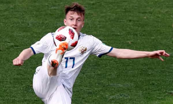 Aleksandr Golovin in action during Russia 2018.