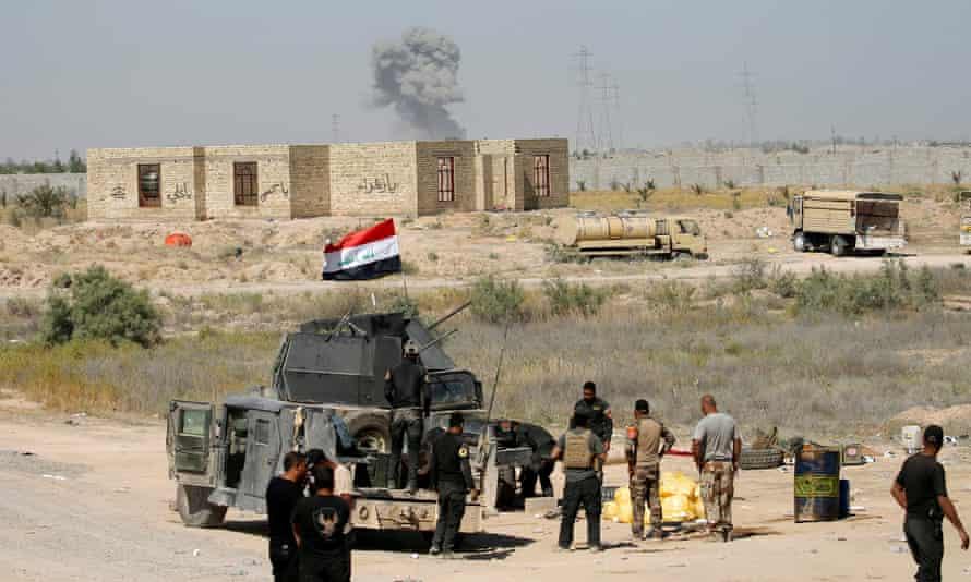 Iraqi security forces gather near Falluja, Iraq, 31 May 2016