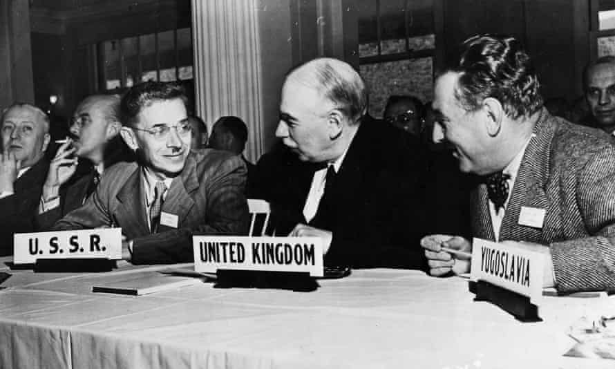 Keynes flanked by delegates from the USSR and Yugoslavia.