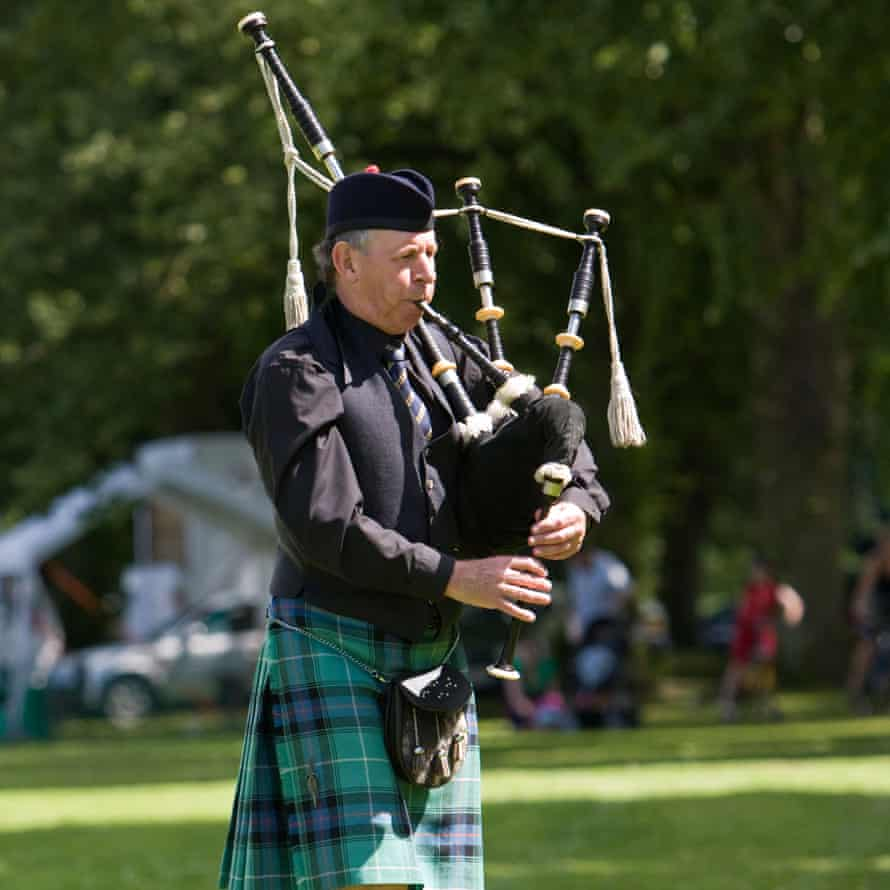 A lone piper plays the bagpipes