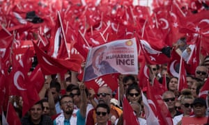 Supporters of Muharrem İnce at a campaign rally in Antalya