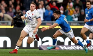 Sam Simmonds scores a try during England's last visit to Rome in 2018.