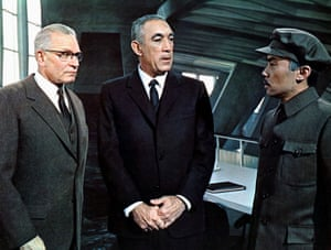 Laurence Olivier, Anthony Quinn & Burt Kwouk in The Shoes Of The Fisherman, 1968