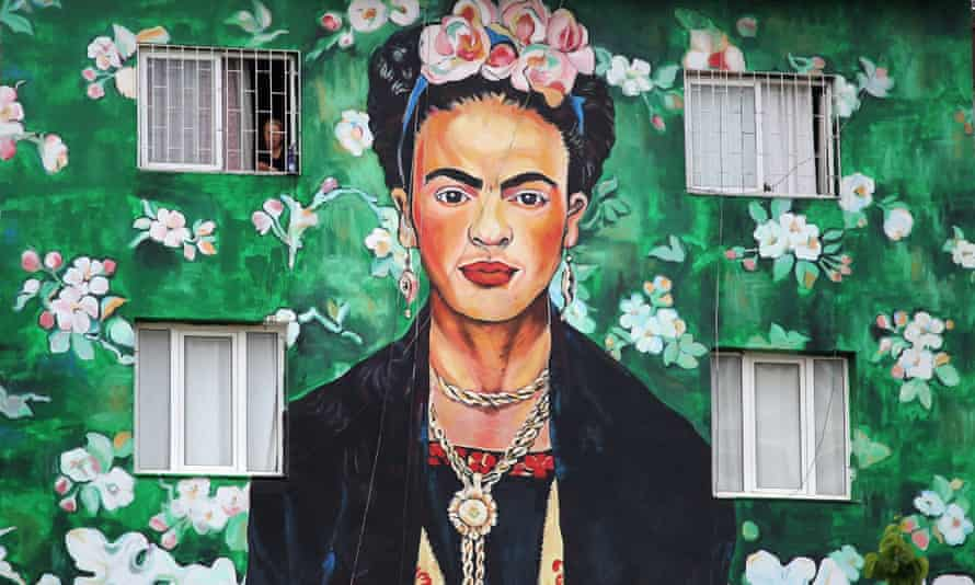 Confinement and tequila ... a mural in Turkey depicting Frida Kahlo.