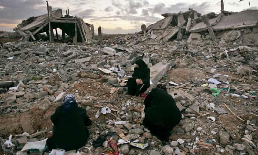 Palestinian women in Jebaliya, January 2009.