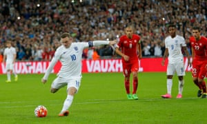 Wayne Rooney score from the spot to break the record.