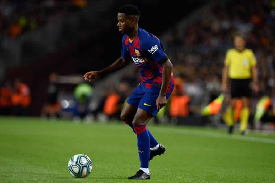 Fati runs with the ball against Valencia.
