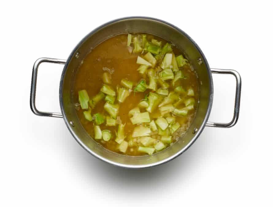 Felicity Cloake's broccoli and stilton soup03