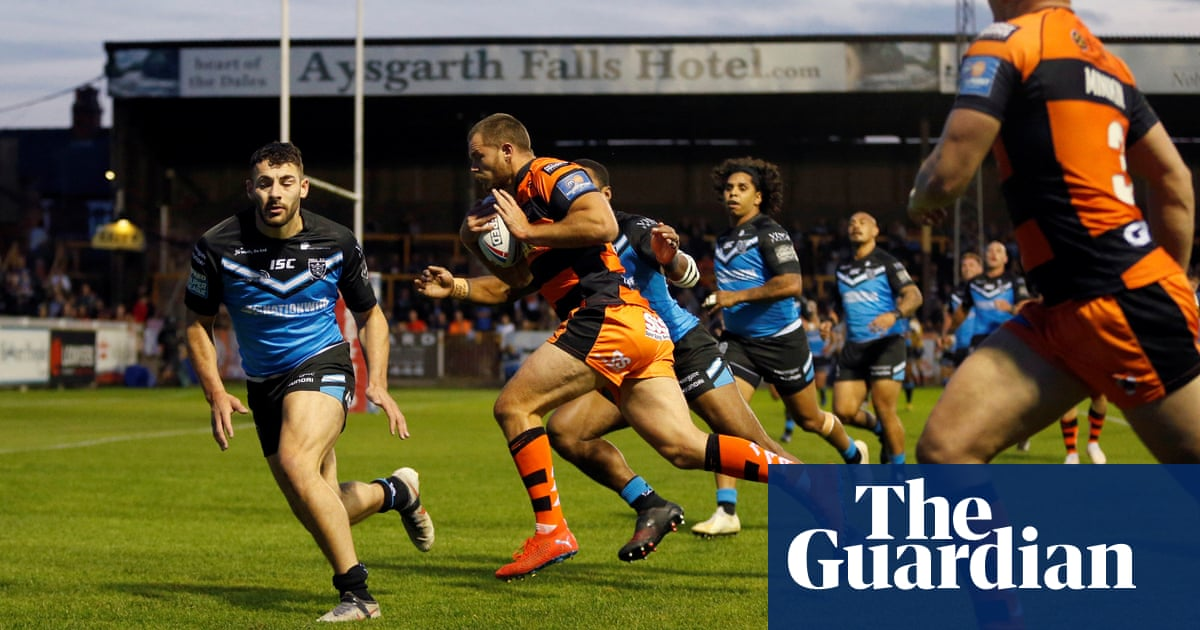 Castleford overtake Hull FC in play-off race thanks to Trueman show