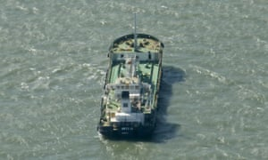 Somali pirates release oil tanker and crew after first
