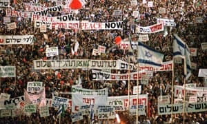 More than 100,000 Israelis crowd Tel Aviv's municipal square in a show of support for the government's peace-making policies.