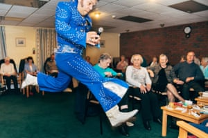 Bobby Diamond performing in a sheltered housing common room in Hull, 2017