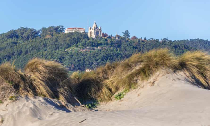 Santa Luzia basilica seen from Praia do Cabedelo.
