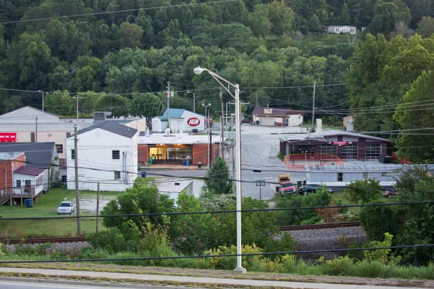 The west end of Main Street, Beattyville.