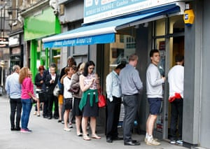 People queue for foreign exchange at a foreign exchange bureau in London, Britain June 22, 2016. REUTERS/Peter Nicholls
