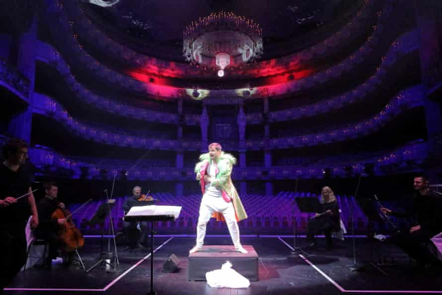 Holger Falk performs Eight Songs for a Mad King at Bayerische Staatsoper.