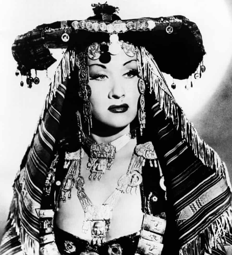 Una foto de abril de 1952 que muestra a la soprano peruana Yma Sumac en Londres mientras actuaba en el Albert Hall.  Sumac murió a la edad de 86 años el 2 de noviembre de 2008.
