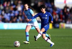 Ji So Yun goes close.