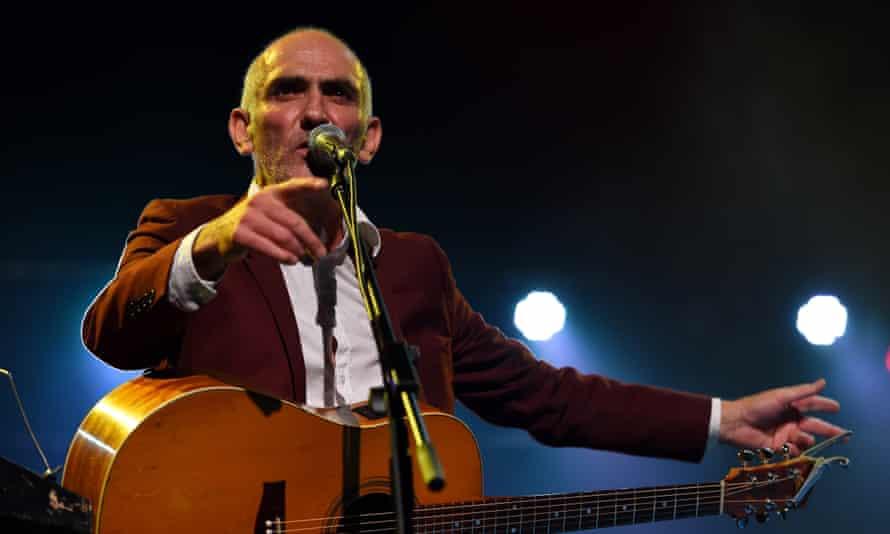 Paul Kelly performing live in 2015