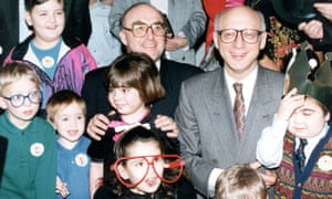Gerald Kaufman, right, and the former Labour leader John Smith with kidneytransplant patients in 1992