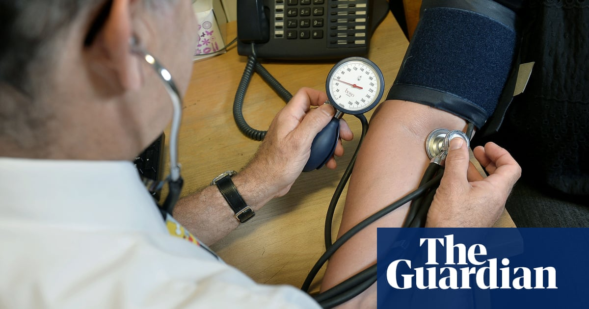 NHS pharmacies in England to offer over-40s heart checkups