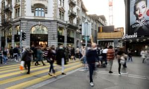 Zurich, avec Paris et Hong Kong, la ville la plus chère du monde.