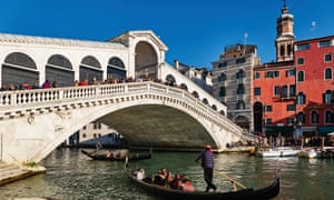 The Rialto bridge, one of four bridges crossing Venice's Grand Canal, dates from the late 16th century.