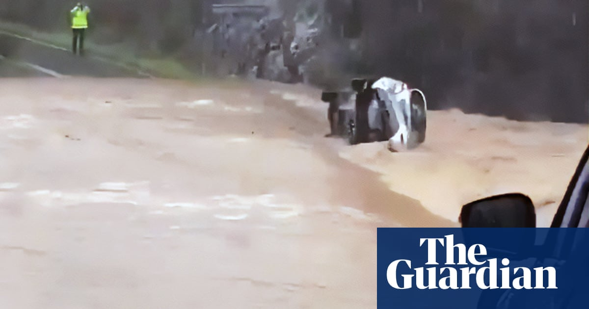 Queensland weather: stalled car washed away by Qld floods at Springbrook – video – The Guardian