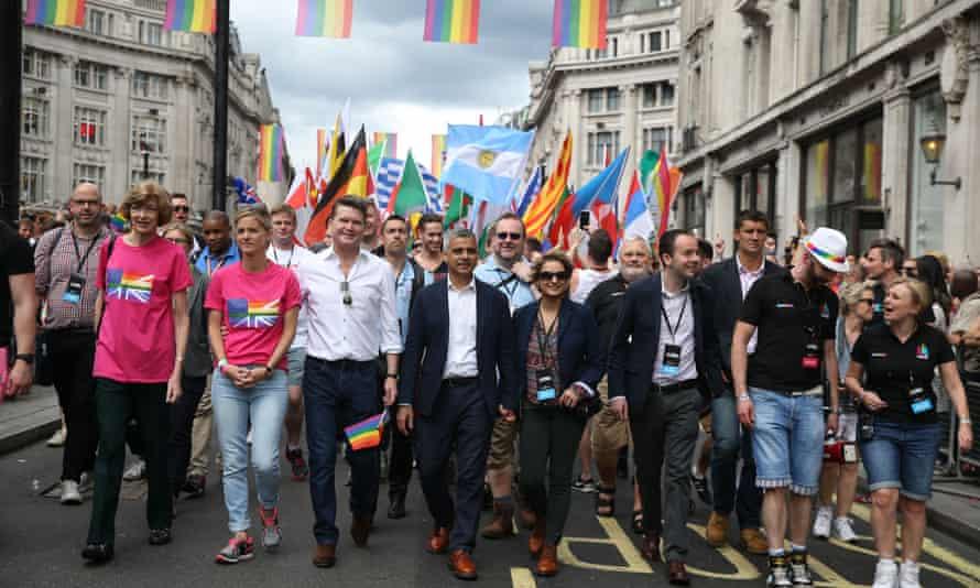 Matthew Barzun, US ambassador to the UK, with London mayor Sadiq Khan at the Pride parade.