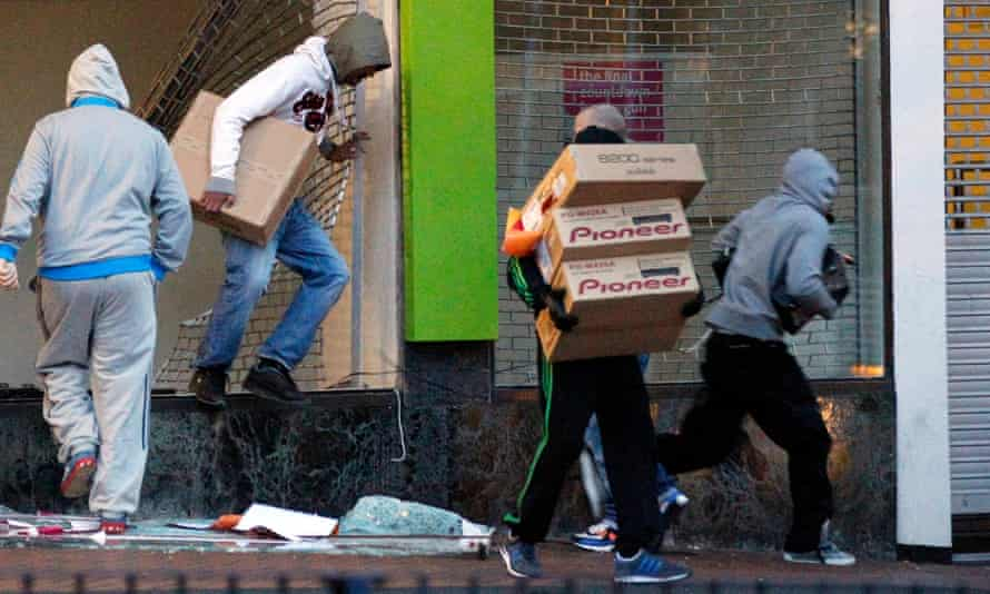 Looters in central Birmingham, 9 August 2011.