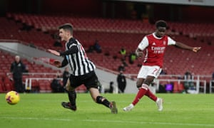Bukayo Saka finishes off a great move by Arsenal.