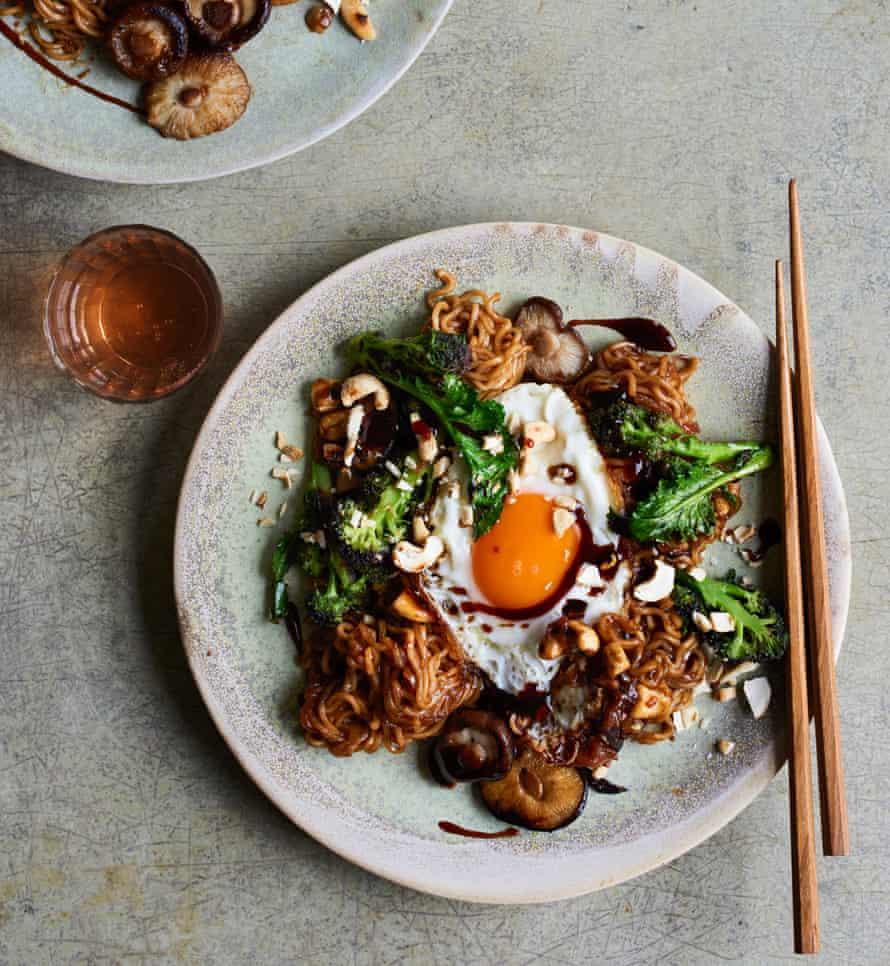 Lara Lee's tamarind mushroom instant noodles
