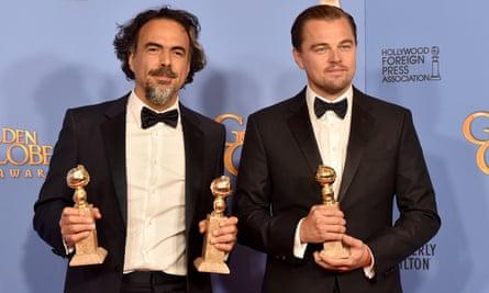 Alejandro González Iñárritu and Leonardo DiCaprio with awards at the 2016 Golden Globes.