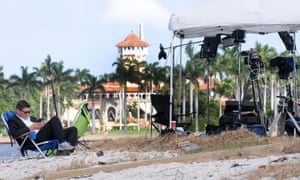 The media stakes out Mar-a-Lago, where Trump is spending Thanksgiving.