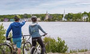 Cyclists at Mahone Bay