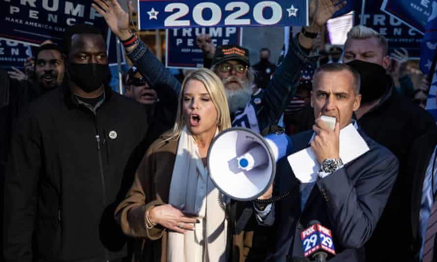 Corey Lewandowski, a former Trump adviser, and former Florida attorney general Pam Bondi in Philadelphia.