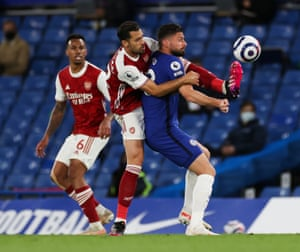 Olivier Giroud of Chelsea (right) and Pablo Marí of Arsenal tussle for teh ball.