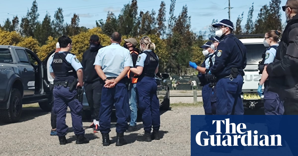 'Despicable': Sydney police stop Muslim mourners from watching funerals from cars