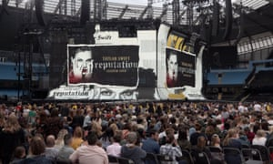 Crowds gather ahead of Taylor Swift's performance