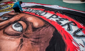 Peruvian national football team supporters work on a 100 meters long by 30 meters wide flag, which will be unfolded at the beginning of the 2018 World Cup qualifying play-off match against New Zealand, in Lima on November 7, 2017. / AFP PHOTO / Ernesto BENAVIDESERNESTO BENAVIDES/AFP/Getty Images