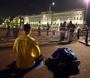 A protestor meditates outside Buckingham Palace ahead of this evening's state banquet.