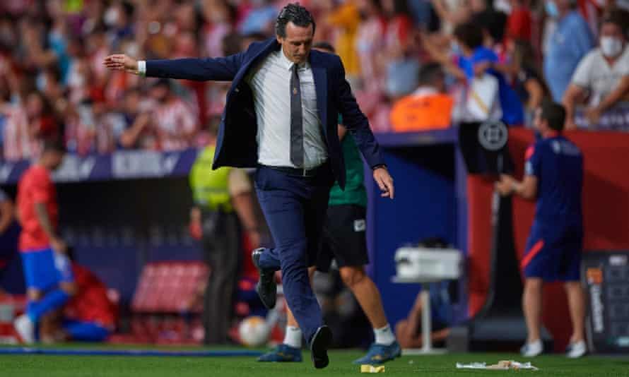 Unai Emery reacts during the La Liga match at the Metropolitano.