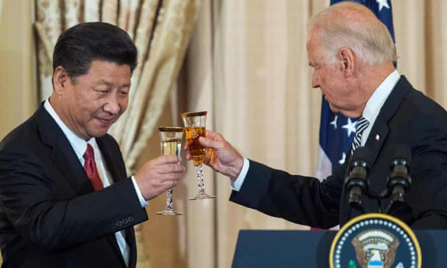 Chinese President Xi Jinping toasts the then US vice president Joe Biden in 2015.